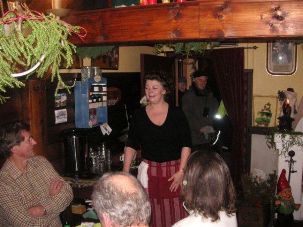 Pia pratar med gäster