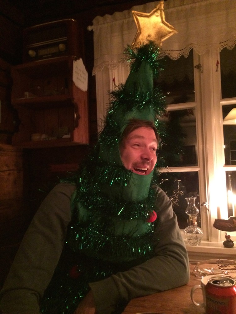 Julgranen Simon på besök vid Lucia
