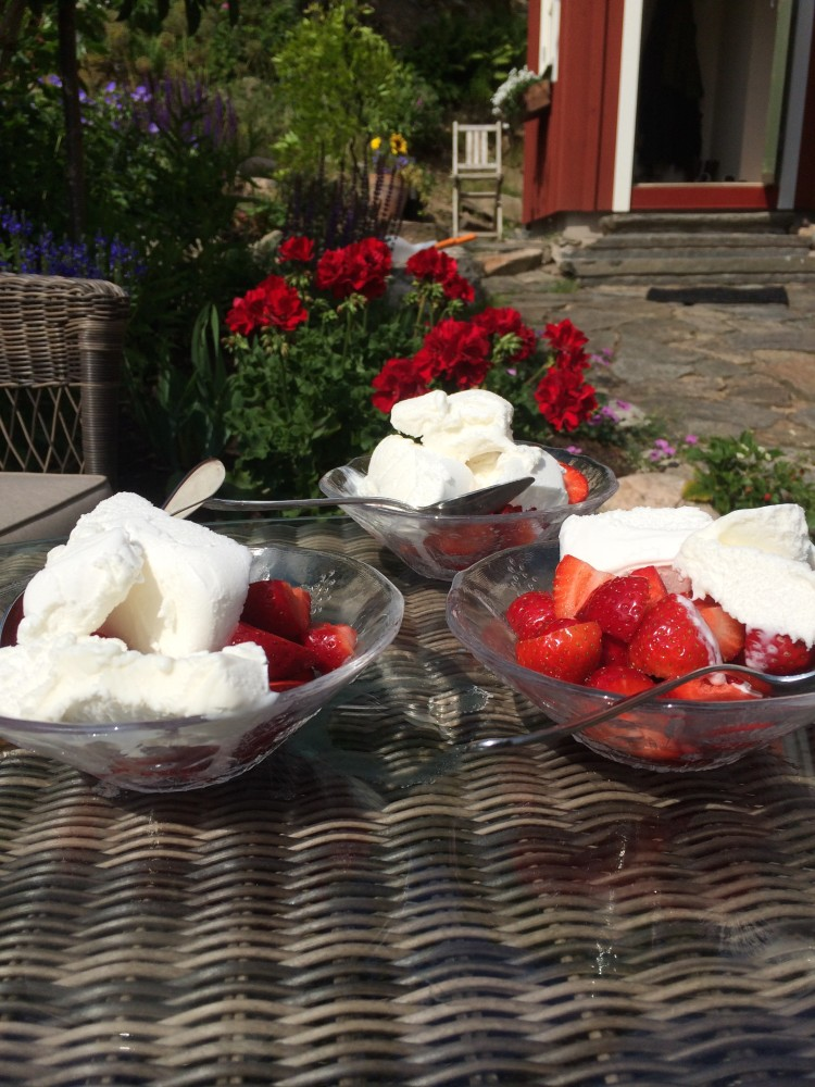 jordgubbar & glass!!
